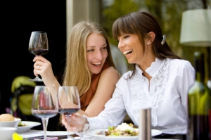 women-dining-out